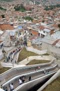 كولومبيا تستخدم السلالم المتحركة كوسيلة مواصلات عامة في الجبال